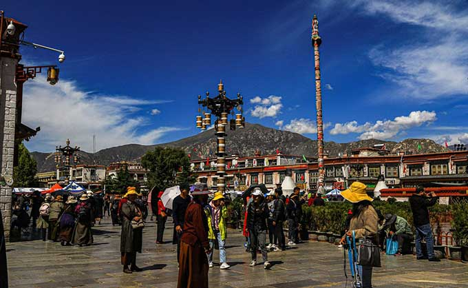 Chengdu, Nyingchi, Lhasa and Nepal Tour